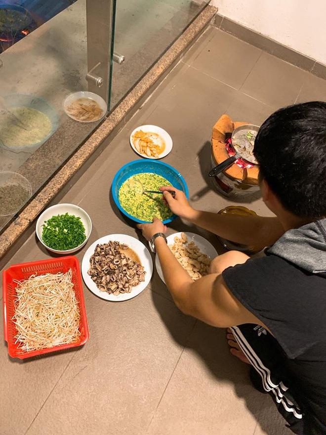 Sao nam đảm đang mùa dịch: Tuấn Hưng trổ tài làm đầu bếp gia đình, Trường Giang chuẩn ông chồng chiều vợ nhất showbiz - Ảnh 5.