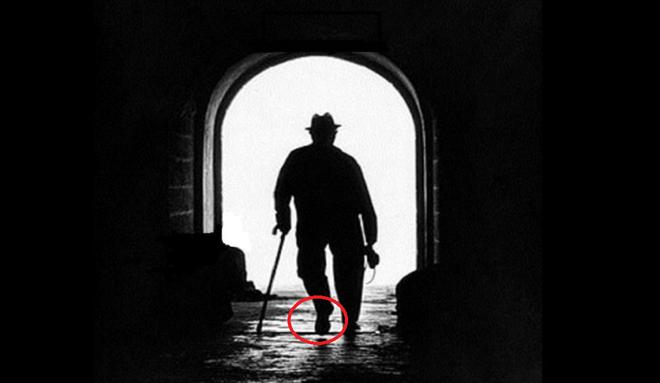 Câu hỏi hack não: Người đàn ông này đang đi vào trong hay đi ra ngoài? - Ảnh 2.