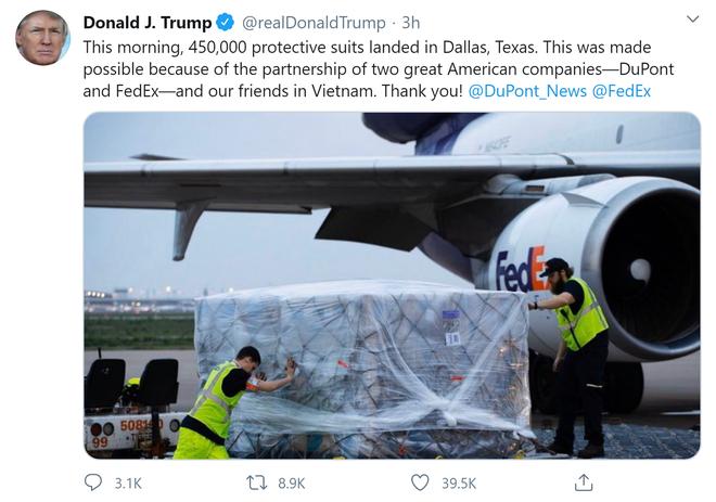 COVID-19: TT Trump đăng tweet cảm ơn Việt Nam sau khi 450.000 bộ quần áo bảo hộ được chuyển đến Texas - Ảnh 1.