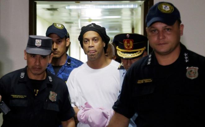 Không phải Messi, ai chi tiền cho tù nhân Ronaldinho sống trong khách sạng hạng sang?
