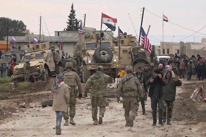 Quân cảnh Nga bị phiến quân chặn đầu, KQ xuất kích ồ ạt sẵn sàng giải cứu - Mỹ gặp khó ở Syria - Ảnh 2.