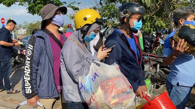 Cập nhật dịch Covid-19 ngày 9/4: 2 bệnh nhân ở thôn Hạ Lôi tiếp xúc gần với 316 người; Chủ tịch HN lo giải pháp chống dịch sẽ vỡ trận nếu dân đổ ra đường - Ảnh 1.