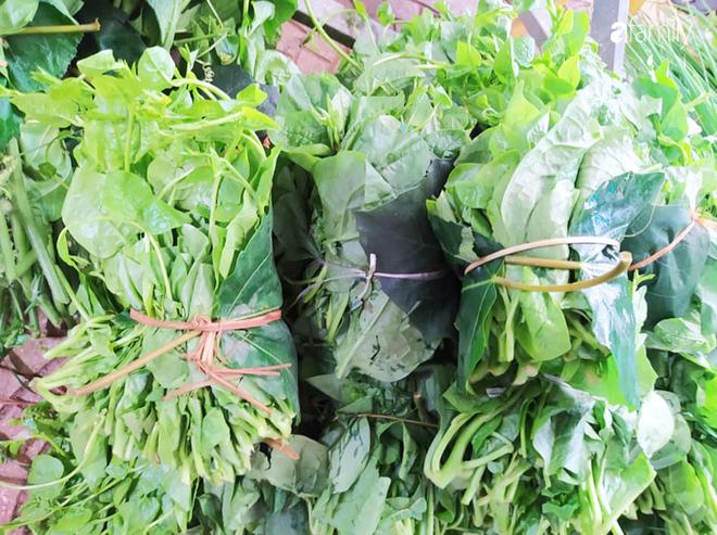 """Chống Covid-19, ngôi trường cách Hà Nội 40km biến thành trang trại thực phẩm sạch; giáo viên tự bắt cá, làm shipper, chốt đơn """"nhà nghề"""" - Ảnh 4."""