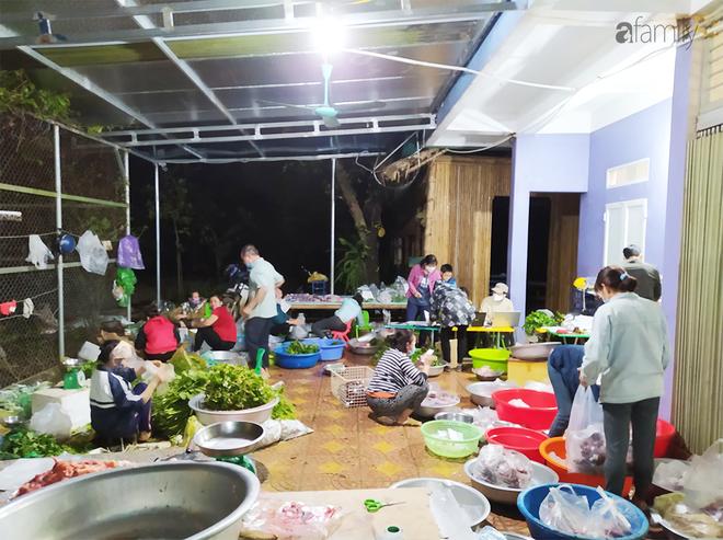 """Chống Covid-19, ngôi trường cách Hà Nội 40km biến thành trang trại thực phẩm sạch; giáo viên tự bắt cá, làm shipper, chốt đơn """"nhà nghề"""" - Ảnh 9."""