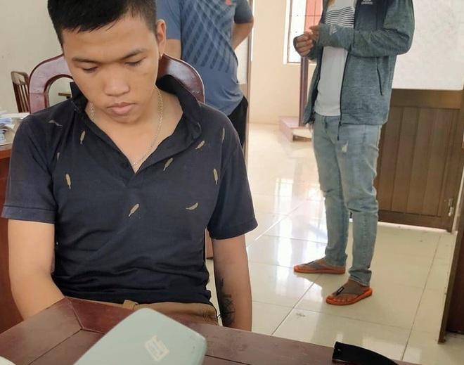 Thanh niên dùng ảnh nóng tống tiền bạn gái cũ - Ảnh 1.