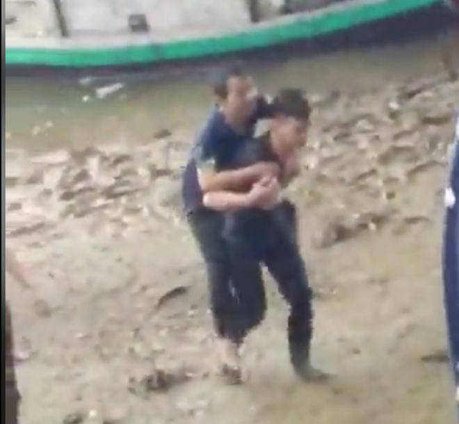 Nam sinh viên người Lào lao mình xuống sông cứu người đàn ông bị rơi từ cầu cao xuống - Ảnh 1.