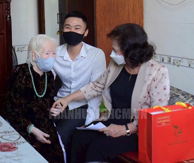 Chủ tịch Quốc Hội thăm các Mẹ Việt Nam anh hùng, Anh hùng lực lượng vũ trang - Ảnh 1.