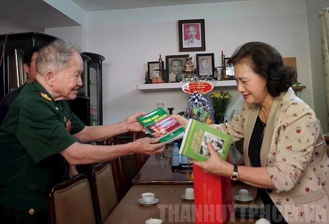 Chủ tịch Quốc Hội thăm các Mẹ Việt Nam anh hùng, Anh hùng lực lượng vũ trang - Ảnh 3.