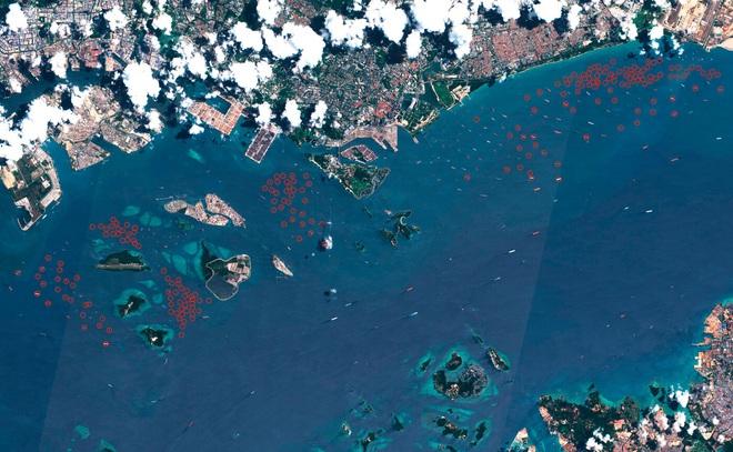 Thế giới đẫm mình trong dầu mỏ: Tàu chở dầu biến thành kho chứa nổi trên biển, kiên nhẫn xếp hàng vào bến - Ảnh 5.