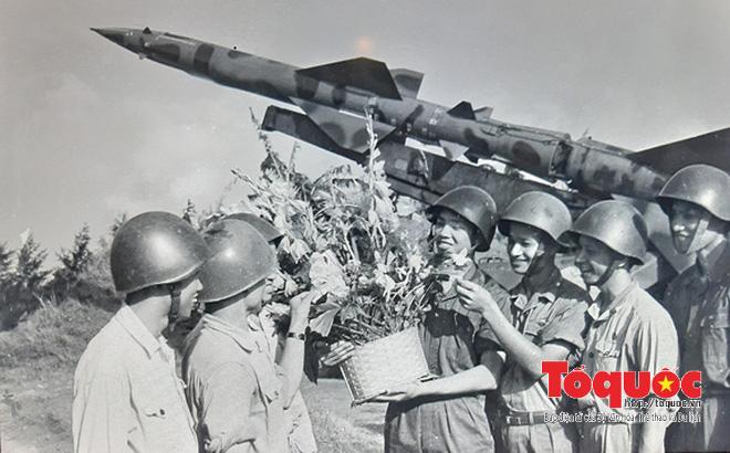 Bác Hồ cho lập đường dây nóng xuống thẳng Quân chủng PK-KQ và lẵng hoa cuối cùng của Người