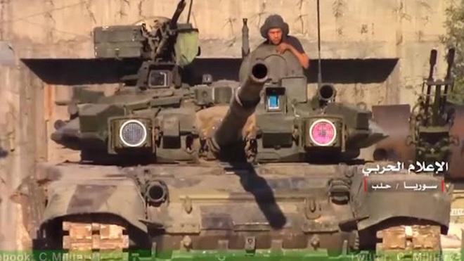Lính Syria và cuộc gặp gỡ định mệnh với T-90: Tên lửa bay đến nhưng không thể đánh trúng - Ảnh 1.