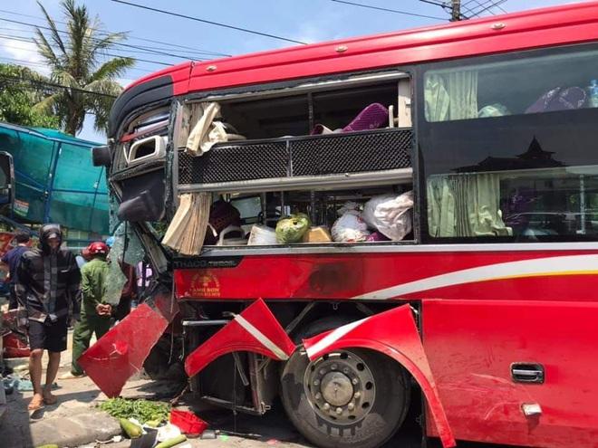 Xe khách và container đối đầu nhau kinh hoàng khiến cô giáo ngồi đón xe buýt bên đường tử vong - Ảnh 2.