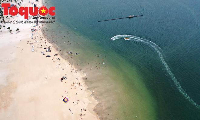 Biển Bãi Cháy đông trở lại, Quảng Ninh bắt đầu kích cầu đón khách du lịch sau Covid-19 - Ảnh 6.