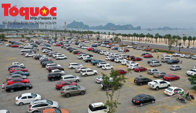 Biển Bãi Cháy đông trở lại, Quảng Ninh bắt đầu kích cầu đón khách du lịch sau Covid-19 - Ảnh 2.