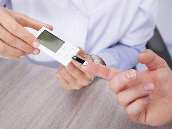 Những căn bệnh đe dọa sức khỏe nam giới tuổi 40 - Ảnh 1.