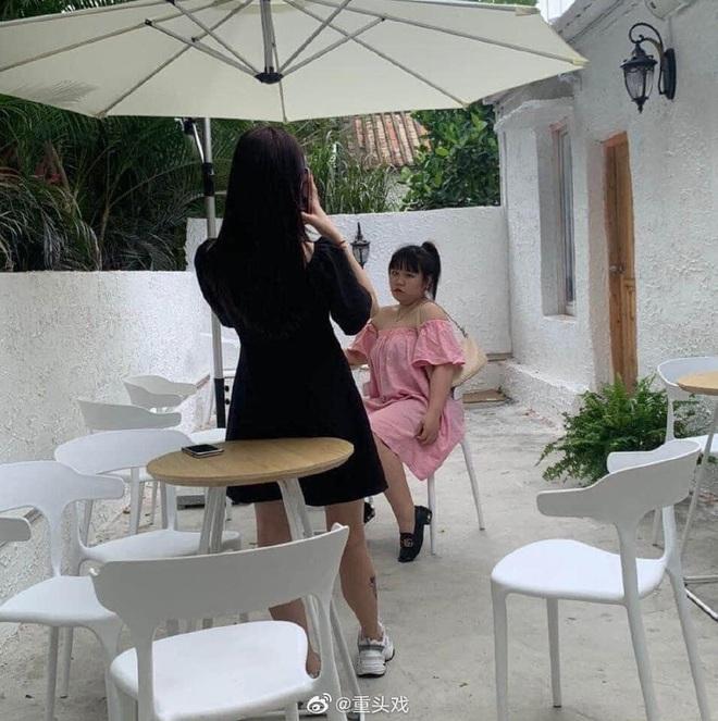 Bóc mẽ sự thật đằng sau những bức ảnh sống ảo của con gái trên mạng xã hội khiến dân tình ngã ngửa - Ảnh 3.