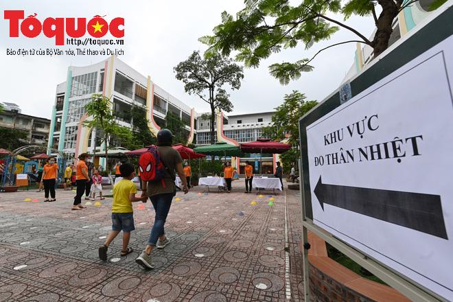 Học sinh gần 1.900 trường mầm non và tiểu học tại Hà Nội đi học trở lại - Ảnh 3.