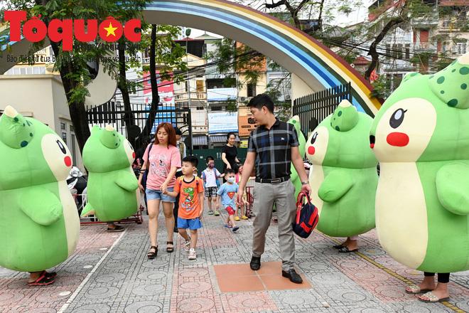 Học sinh gần 1.900 trường mầm non và tiểu học tại Hà Nội đi học trở lại - Ảnh 1.