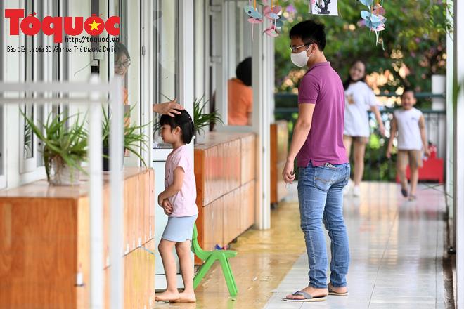 Học sinh gần 1.900 trường mầm non và tiểu học tại Hà Nội đi học trở lại - Ảnh 15.