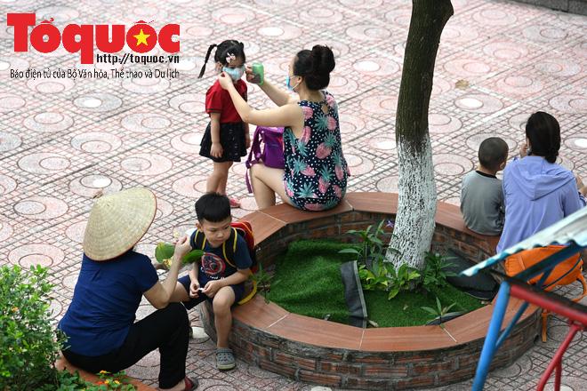 Học sinh gần 1.900 trường mầm non và tiểu học tại Hà Nội đi học trở lại - Ảnh 11.