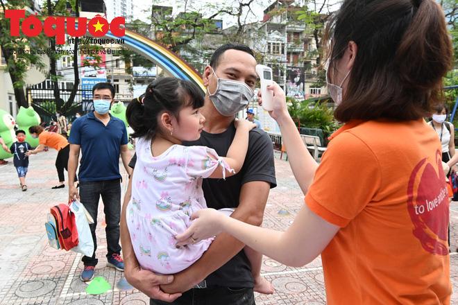 Học sinh gần 1.900 trường mầm non và tiểu học tại Hà Nội đi học trở lại - Ảnh 9.