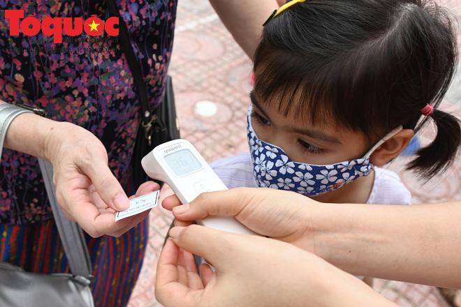 Học sinh gần 1.900 trường mầm non và tiểu học tại Hà Nội đi học trở lại - Ảnh 13.
