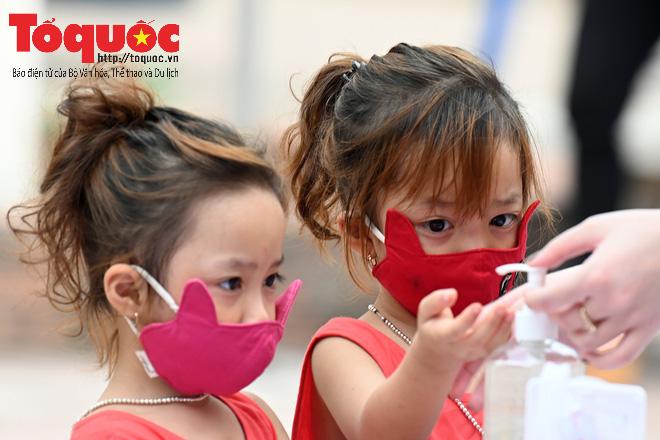 Học sinh gần 1.900 trường mầm non và tiểu học tại Hà Nội đi học trở lại - Ảnh 8.