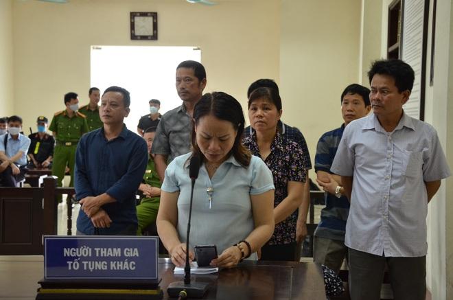 [ẢNH] Quang cảnh phiên xử vợ chồng chủ doanh nghiệp Lâm Quyết liên quan đến Đường Nhuệ - Ảnh 10.