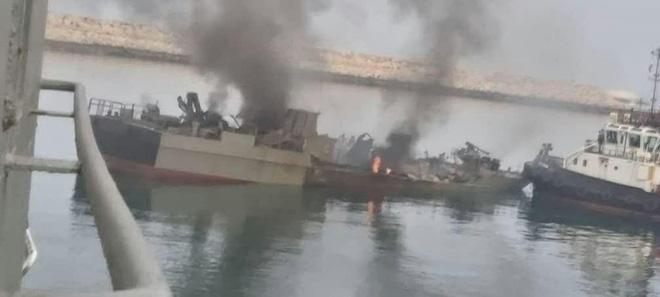 Hải quân Iran vừa khai hỏa, 1 tàu chiến bị đánh chìm, sai lầm không thể tưởng tượng nổi - Trung Đông dậy sóng - Ảnh 1.