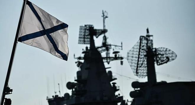 Khu trục hạm Mỹ, Anh diễu võ giương oai sát biên giới: Sau 40 năm, NATO mới lại khích tướng Nga đến thế? - Ảnh 1.