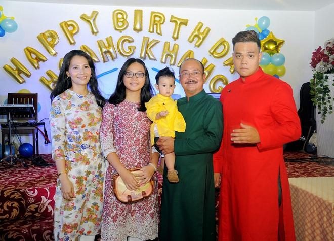 Nghệ sĩ Hoàng Sơn: Lấy vợ từng làm người mẫu và chuyện sinh con ở tuổi 50 - Ảnh 1.