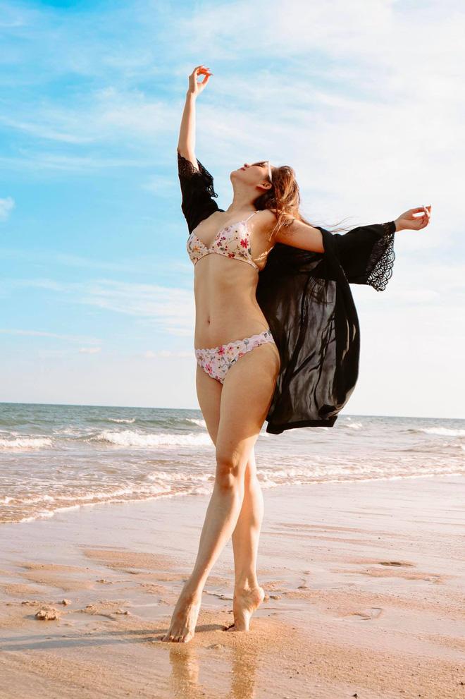 Khánh Thi khoe thân hình gợi cảm với bikini, hôn đắm đuối chồng kém 12 tuổi - Ảnh 5.