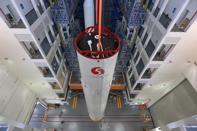 Vật thể 20 tấn từ tên lửa mạnh nhất Trung Quốc đang rơi không kiểm soát: Trường hợp xấu nhất là gì? - Ảnh 1.