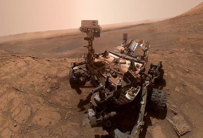 Kỹ sư NASA ngồi nhà điều khiển robot thăm dò trên Sao Hỏa như thế nào? - Ảnh 1.
