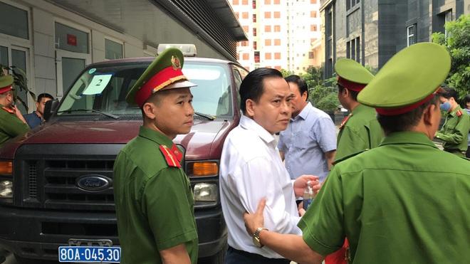 Bắt tạm giam 2 cựu Chủ tịch Đà Nẵng Trần Văn Minh, Văn Hữu Chiến tại tòa để thi hành án, Phan Văn Anh Vũ 25 năm tù - Ảnh 5.