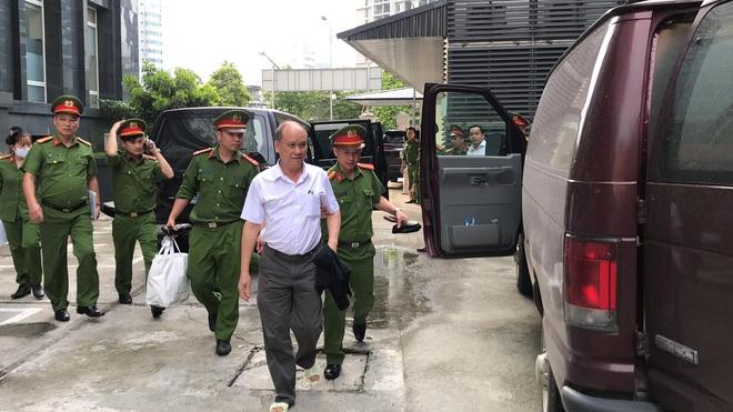 Bắt tạm giam 2 cựu Chủ tịch Đà Nẵng Trần Văn Minh, Văn Hữu Chiến tại tòa để thi hành án, Phan Văn Anh Vũ 25 năm tù - Ảnh 6.