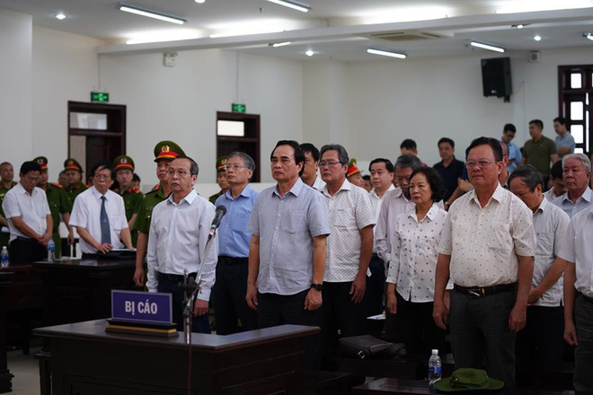 Bắt tạm giam 2 cựu Chủ tịch Đà Nẵng Trần Văn Minh, Văn Hữu Chiến tại tòa để thi hành án, Phan Văn Anh Vũ 25 năm tù - Ảnh 1.