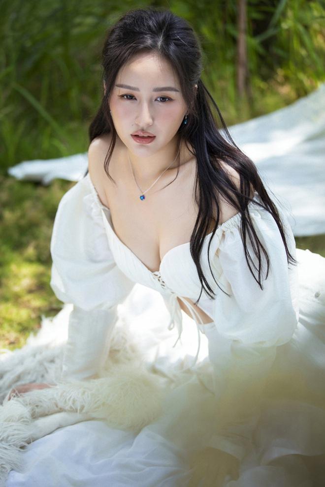 Mai Phương Thúy tự tin khoe đường cong sexy - Ảnh 7.