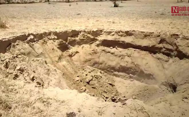Video: Hố tử thần nuốt chửng trang trại ở miền bắc Ấn Độ