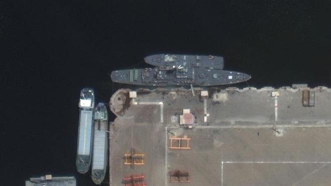 """Tin chấn động: Mỹ bị nghi là thủ phạm vụ tàu chiến Iran nã tên lửa vào nhau - Iran hành động nguy hiểm, Syria sẽ hứng mưa bom"""" từ Israel? - Ảnh 2."""