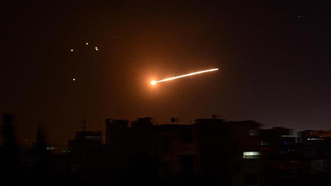 """Tin chấn động: Mỹ bị nghi là thủ phạm vụ tàu chiến Iran nã tên lửa vào nhau - Iran hành động nguy hiểm, Syria sẽ hứng mưa bom"""" từ Israel? - Ảnh 1."""