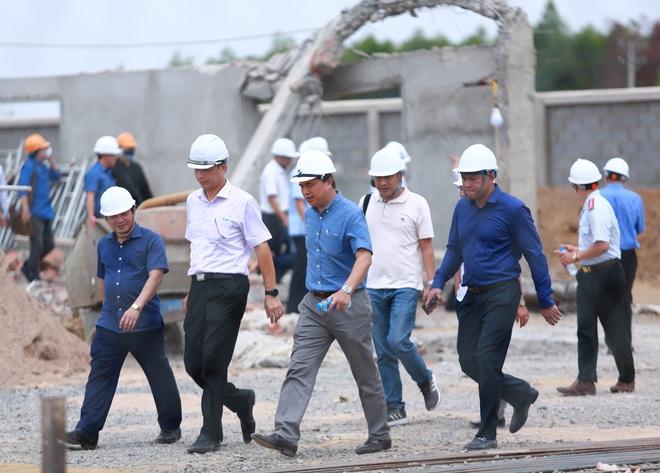 [ẢNH] Toàn cảnh vụ sập bức tường 100 m khiến 10 người tử vong tại Đồng Nai - Ảnh 5.