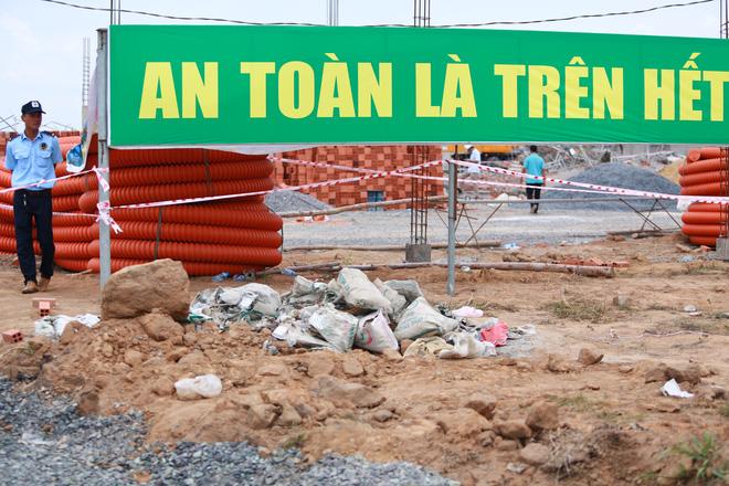 [ẢNH] Toàn cảnh vụ sập bức tường 100 m khiến 10 người tử vong tại Đồng Nai - Ảnh 10.