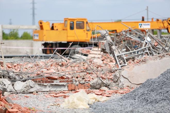 [ẢNH] Toàn cảnh vụ sập bức tường 100 m khiến 10 người tử vong tại Đồng Nai - Ảnh 2.