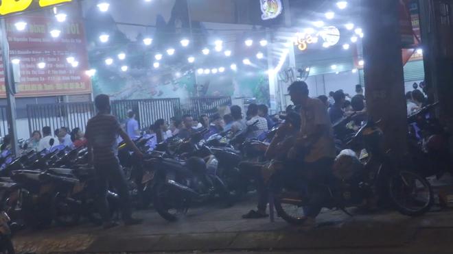 VIDEO: Vi phạm nồng độ cồn, người đàn ông nói uống 1 lon chút xíu à - Ảnh 2.