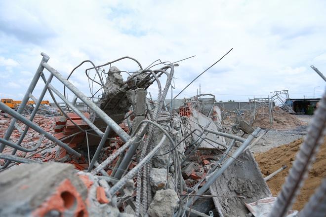 [ẢNH] Toàn cảnh vụ sập bức tường 100 m khiến 10 người tử vong tại Đồng Nai - Ảnh 7.