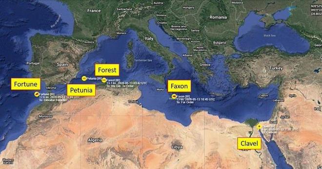 NÓNG: 5 tàu dầu Iran đột phá vòng vây của chiến hạm Mỹ - Diễn biến cực kỳ căng thẳng - Ảnh 2.