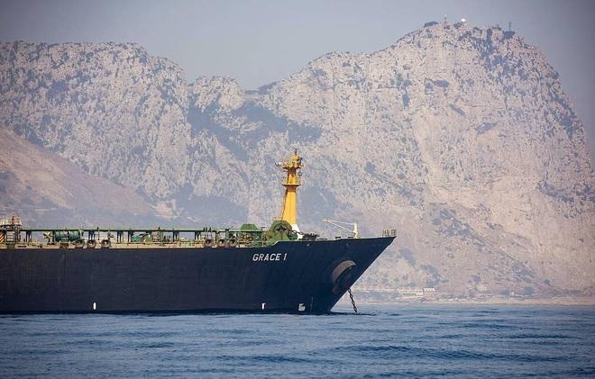 NÓNG: Hải quân Mỹ tung lực lượng hùng hậu chặn bắt 5 tàu dầu Iran - Diễn biến cực kỳ căng thẳng, Iran cảnh báo nóng - Ảnh 2.