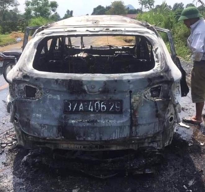 Xế hộp tiền tỷ bốc cháy dữ dội khi đi trên đường, chủ xe bỏng nặng - Ảnh 6.