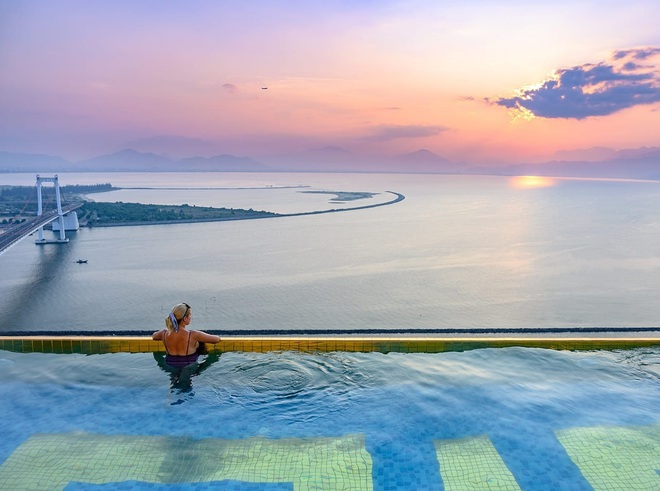 Bên trong khách sạn có bể bơi vô cực dát vàng đang giảm sốc, nghỉ 1 đêm miễn phí 1 đêm - Ảnh 6.